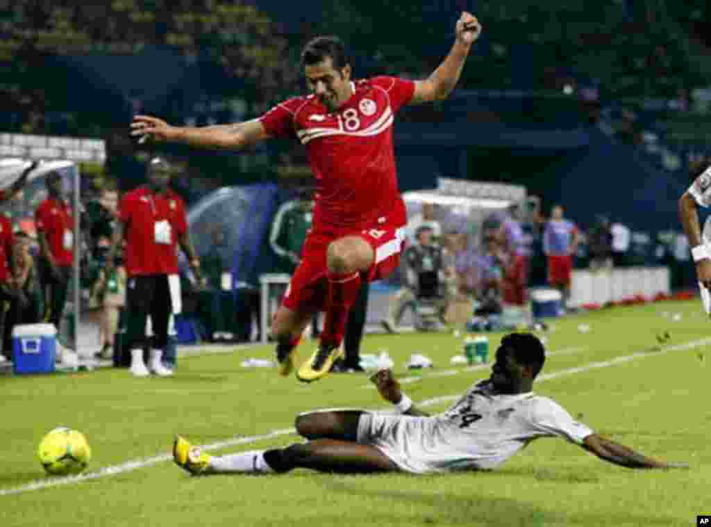 Tunisia's Anis Bousaidi (L) is challenged by Ghana's Alhassan Masahudu during their African Nations Cup quarter-final soccer match at Franceville stadium February 5, 2012.