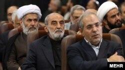 حسین طائب، مسئول اطلاعات سپاه، نشسته در پشت حسین شریعتمداری، مدیر مسئول کیهان - آٰرشیو