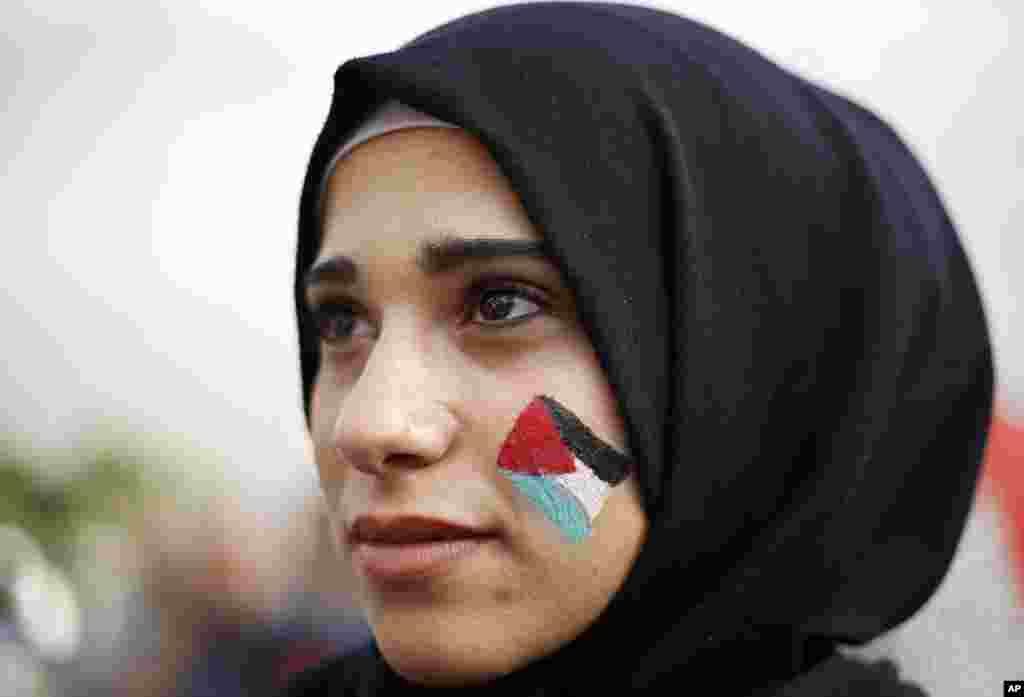 A Palestinian woman painted on her face a Palestinian flag during a march in the streets of Beirut, Lebanon against U S. President Donald Trump's decisions to recognize Jerusalem at the capital of Israel