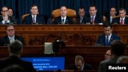 Ketua Komite Intelijen DPR Amerika Serikat, Adam Schiff (tengah) membuka sidang terbuka pertama sebagai bagian dari penyelidikan pemakzulan terhadap Presiden AS Donald Trump, di Gedung Capitol, Washington, D.C., 13 November 2019.