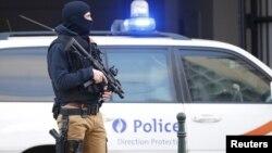 2016年4月7日比利时特种部队警员守卫比利时布鲁塞尔法院