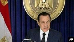 Le président Moubarak faisant sa déclaration