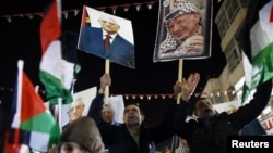 Palestinians celebrate during a rally in the West Bank city of Ramallah, November 29, 2012.
