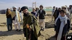 وسله والو طالبانو د سړک جوړولو ۴۳ کارګران یوه میاشت وړاندې د ښورابک ولسوالۍ کې تښتولي وو.