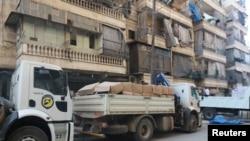 Konvoi truk bantuan kemanusiaan di Aleppo, 12 Agustus 2016 (REUTERS/Abdalrhman Ismail).