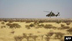 Un hélicoptère des forces Barkhane dans le centre du Mali, le 1er novembre 2017.