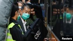 香港壹周刊創辦人黎智英乘坐監獄麵包車準備離開終審法庭。 (2021年2月1日)
