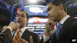 El alcalde de San Antonio, Julián Castro (izq.), con su hermano gemelo Joaquín, quien aspira a un escaño en el Congreso.