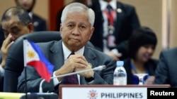 Ngoại trưởng Philipppines Albert del Rosario.