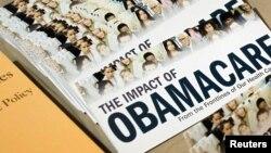 Los activistas del Tea Party impulsan la iniciativa de cortar la financiación de Obamacare..