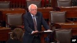 El senador Bernie Sanders durante su intervención ante el pleno del Senado rindió tributo al valor de la policía del Capitolio por su rápida y eficaz actuación.