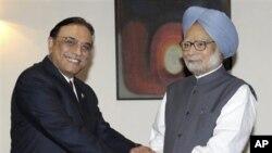 Pokiston prezidenti Osif Ali Zardariy, Hindiston Bosh vaziri Manmoxan Singx. Bir kunlik safari chog'ida Zardariy Ajmer Sharif maqbarasini ham ziyorat qildi