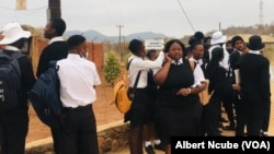 Abafundi beGwanda ekuvulweni kwezikolo