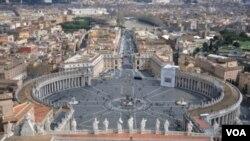 El papa Benedicto XVI habló en la Plaza de San Pedro, dos días después que culminara la cumbre económica del G-20 en Seúl.
