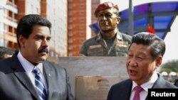 2014年7月21日,中国国家主席习近平与委内瑞拉总统马杜罗在委已故总统查韦斯雕像前交谈。