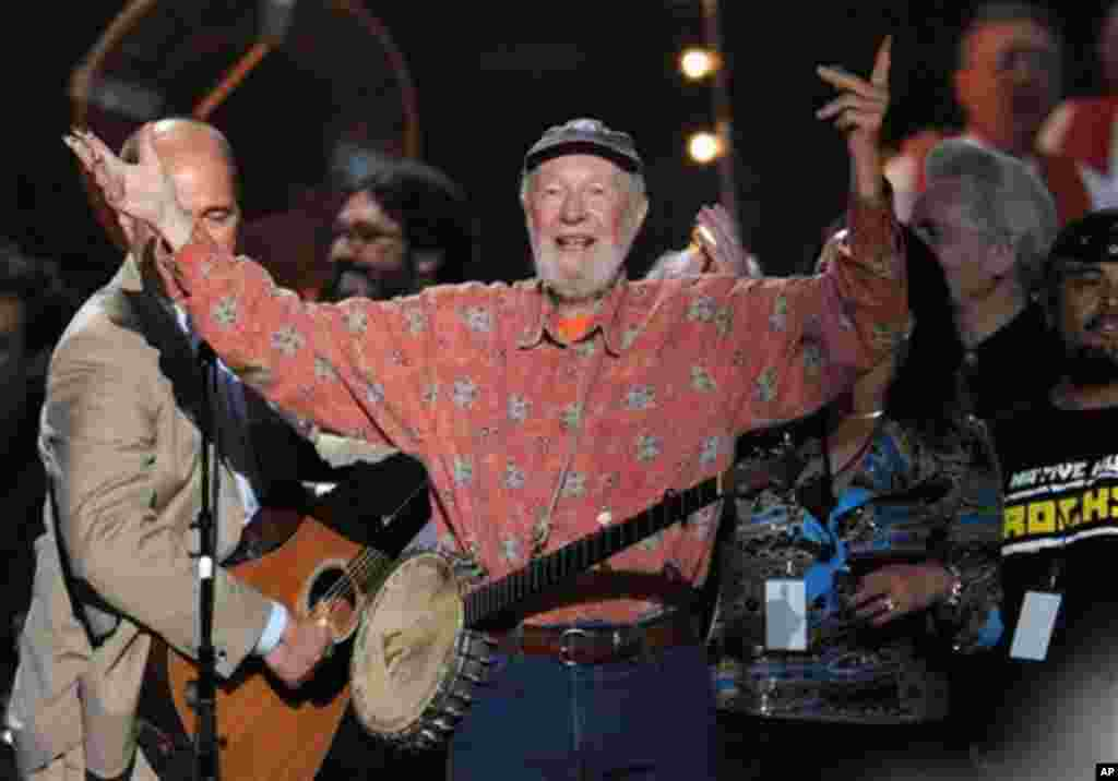 Singer songwriter Pete Seeger performs at the benefit concert celebrating his 90th birthday at Madison Square Garden on Sunday, May 3, 2009 in New York.