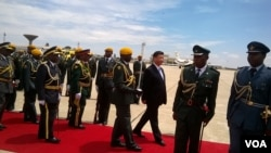 President Xi Jingping inspecting a guard of honour Tuesday at Harare International Airport. (Photo: Irwin Chifera)
