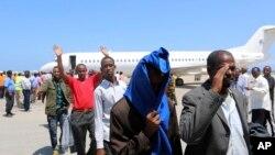 Những người Somali bị Hoa Kỳ trục xuất về nước.
