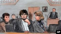 Gambar sketsa pengadilan ini menampilkan Dzhokhar Tsarnaev (tengah) didampingi pengacaranya Miriam Conrad (kiri) dan Judy Clarke (kanan) dalam persidangan di Boston, 5 Maret 2015 (AP Photo/Jane Flavell Collins)