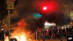 Dịp Tết Âm lịch vừa qua, một vụ bạo động đã xảy ra ở khu Mong Kok, khi cảnh sát tìm cách dẹp bỏ những nơi bán hàng rong.