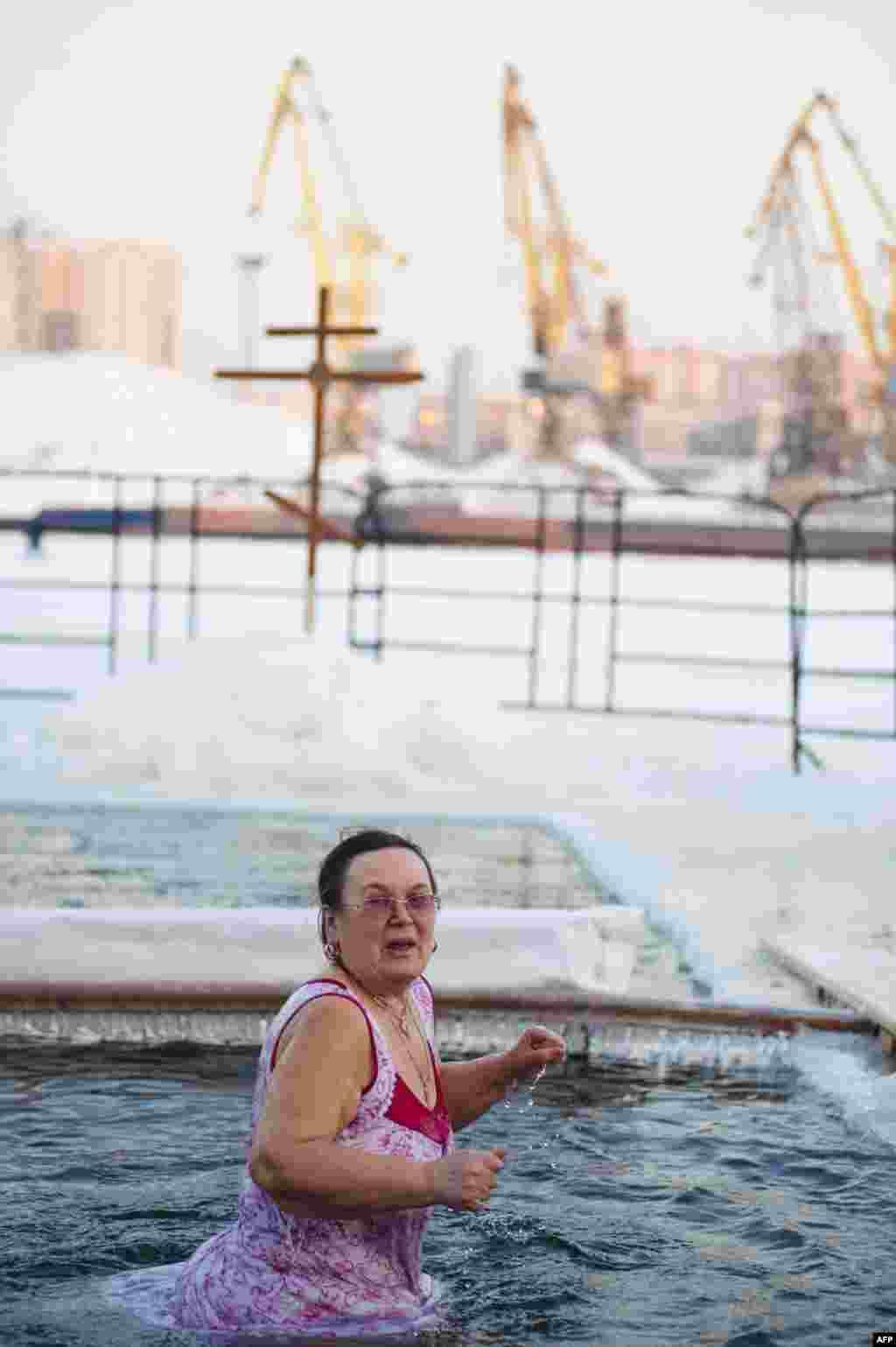 Мороз и снег Крещению не помеха