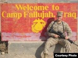 크리스토퍼 안이 미 해병대 소속으로 이라크에서 복무할 당시의 사진. '자유조선에 자유를' 웹사이트에 게재됐다.