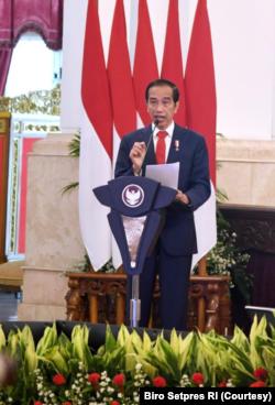 Presiden Jokowi dalam Rapim TNI/Polri 2021 di Istana Negara, Jakarta , Senin (15/2) mengatakan kemungkinan meminta DPR untuk merevisi UU ITE (Foto: Courtesy/Biro Setpres)