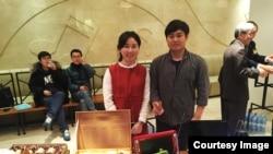 부산 동아대학교 통일동아리 '한반도' 학생들이 북한 물품 및 한류전시회를 하고 있다.