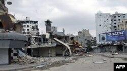 Oštećenja u četvrti Al-Haldija u Homsu vidljiva su za vreme posete posmatrača UN tom gradu, 3. maja 2012.
