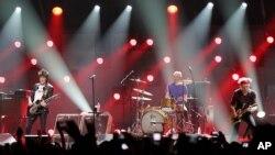 اجرای گروه رولینگ استونز در کنسرت در نیویورک به نفع آسیب دیدگان توفان سندی