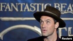 """Jude Law saat menghadiri penayangan perdana """"Fantastic Beasts: The Crimes of Grindelwald"""" di London, Inggris, 13 November 2018. (Foto: Reuters)"""
