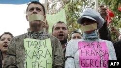Dân Thổ Nhĩ Kỳ biểu tình trước Ðại sứ quán Pháp ở Ankara