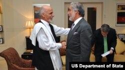 اشرف غنی رئیس جمهوری (سمت چپ) و عبداﻟله عبداﻟله رئیس اجرایی دولت افغانستان - آرشیو