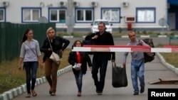 19일 우크라이나 동부에서 우크라이나 난민들이 국경을 통과해 러시아로 향하고 있다. (자료사진)
