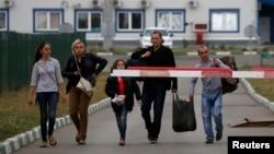 Украинские беженцы покидают Украину и переходят на российскую территорию в Ростовской области. 19 августа 2014 г.