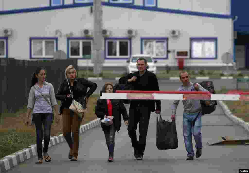 Українські біженці ідуть до Росії.