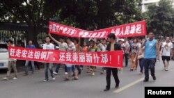 Dân thành phố Thập Phương xuống đường biểu tình trong 3 ngày để phản đối nhà máy luyện đồng, cho rằng khói thải ra từ nhà máy có thể khiến họ bị nhiễm độc