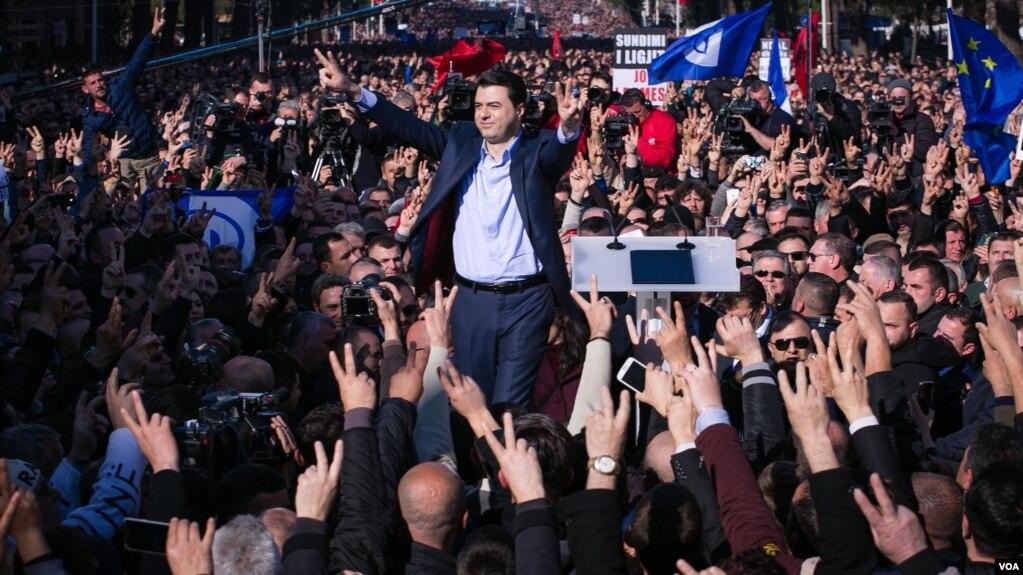 Tiranë: Opozita doli në një tubim proteste