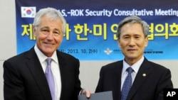 Šef Pentagona Čak Hejgel i južnokorejski ministar odbrane Kim Kvan-džin u Seulu