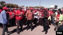 Abalandeli bomanyano weMDC Alliance bakhankasela ukhetho oluzayo emigwaqweni ...