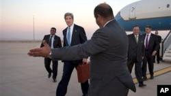 美國國務卿克里抵達約旦安曼
