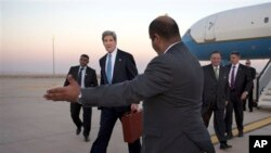 US Secretary of State John Kerry arrives in Amman, Jordan June 26, 2013