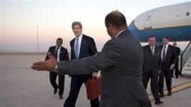 US Secretary of State John Kerry arrives in Amman, Jordan June 26, 2013