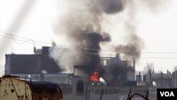 Kota Homs yang dikepung pasukan Suriah diguncang ledakan hari Minggu.