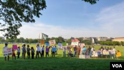 احتجاج میں شریک مظاہرین کا مطالبہ تھا کہ پاکستانی آئین کے مطابق اقلیتوں کو دیے گئے تمام حقوق کی فراہمی یقینی بنائی جائے۔
