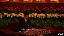 胡锦涛在十八大开幕式上发表讲话(美国之音 记者东方拍摄)