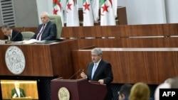 Le Premier ministre algérien nouvellement nommé, Ahmed Ouyahia, présente le programme du gouvernement au Parlement, à Alger, le 17 septembre 2017.