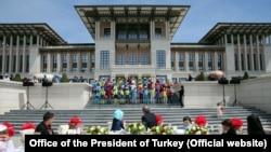 Cumhurbaşkanı Recep Tayyip Erdoğan 23 Nisan dolayısıyla çocuklara verdiği kabulde