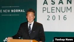 빅터 차 미국 전략국제문제연구소 한국석좌가 27일 서울에서 열린 '아산플래넘 2016'에 참석해 기자회견을 하고 있다.