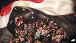 埃及總統穆巴拉克辭職,民眾走上街頭慶祝